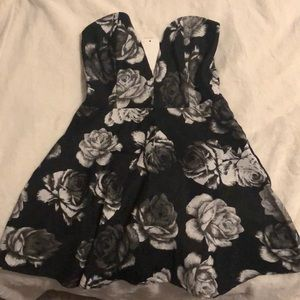 Tobi medium black and white dress